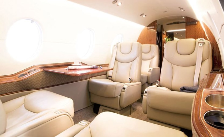 Hawker 400XP Interior with shiny wood finish